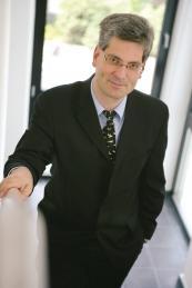 Dr.  Christof Wellens